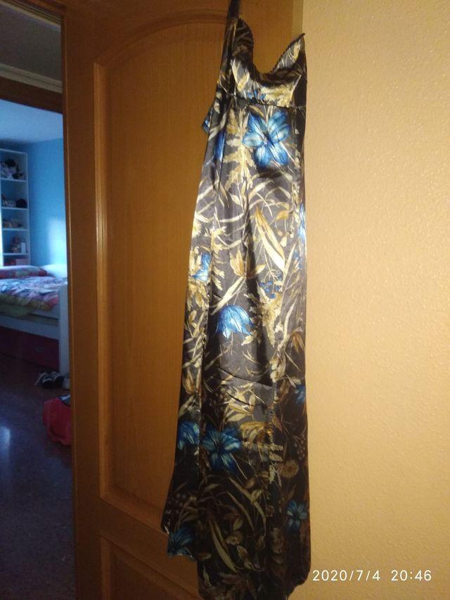 Precioso vestido de raso