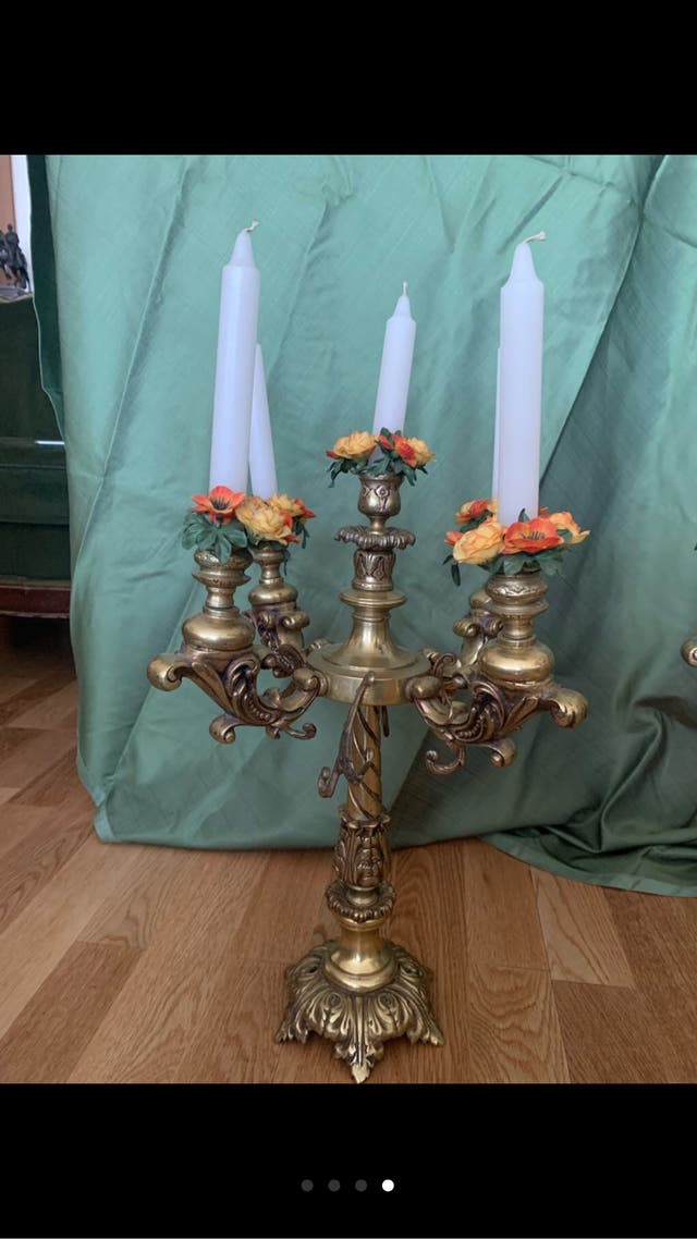 Pareja de candelabros de bronce