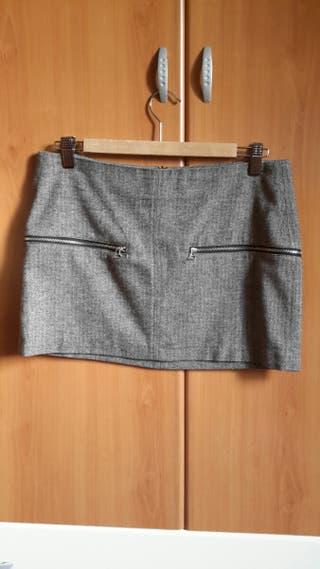 Falda corta gris