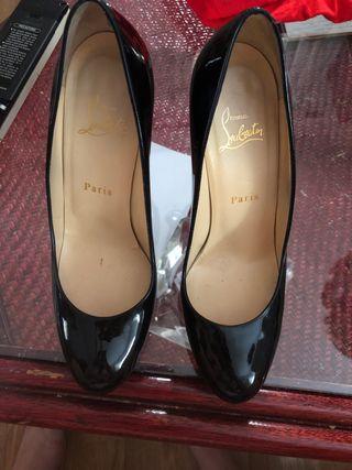 Zapatos Louboutin verdaderos como nuevos