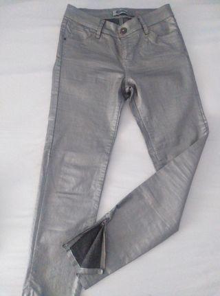 Pantalón Pitillo Metalico