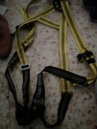nuevo arnés seguridad con su cuerda