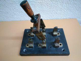 Interruptor antiguo 100 años, materiales nobles