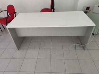 3 mesas de despacho blancas de 1,80 x 0,80 m