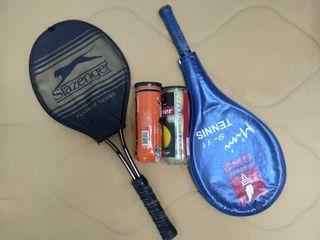 Raquetas y pelotas de tenis