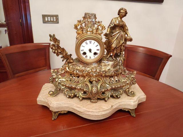 Reloj y candelabros de BRONCE