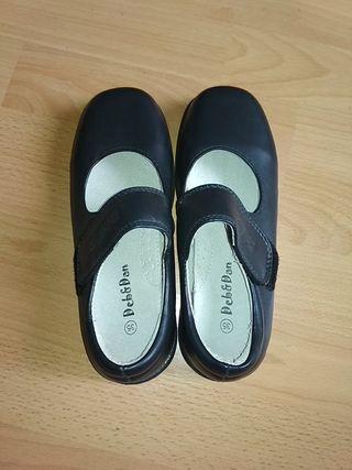 Zapatos colegio niña. T 35. Nuevos.