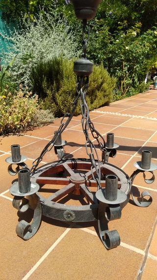 Lámpara rústica candelabro rueda