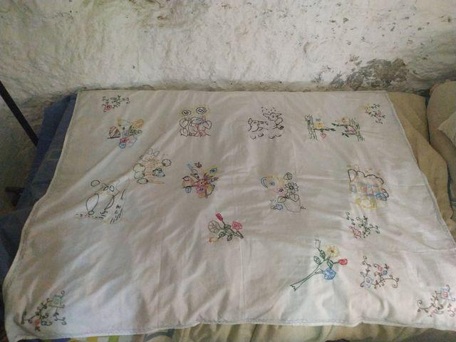 Mantel vintage bordado a mano