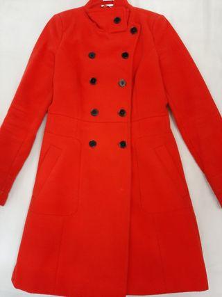 Abrigo rojo entallado,Zara, talla S
