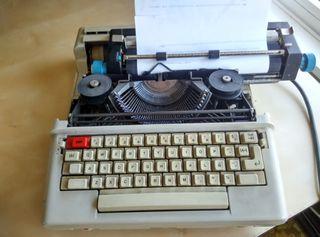 Maquina de escribir electrica vintage Olivettia 36