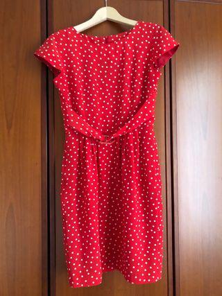 Vestido rojo con lunares blancos