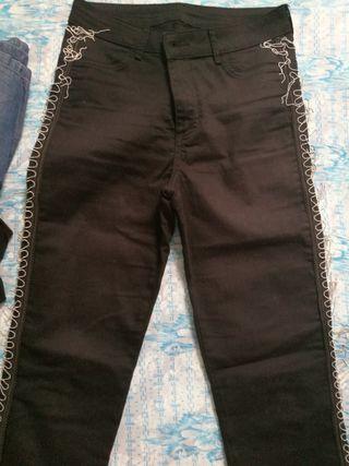 jeans negro con flecos