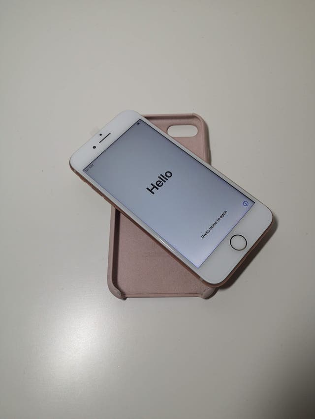 Rose Gold iPhone 8 64GB in Excellent Condition