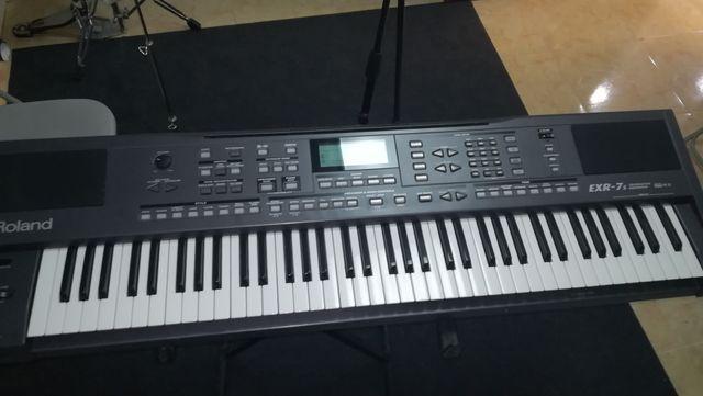 Teclado Roland EXR-7S