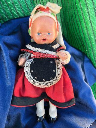 Muñeca antigua asturiana años 30-40
