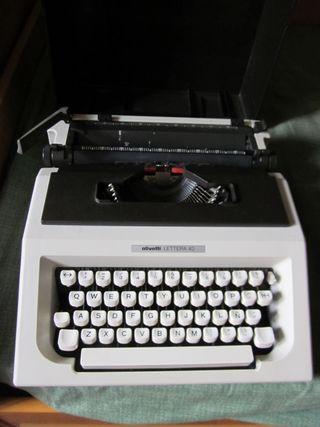 Máquina de escribir. OLIVETTI Lettera 40. AÑOS 90.