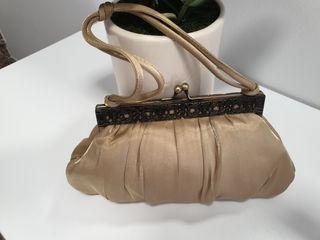 Bolso de mano y zapatos conjunto