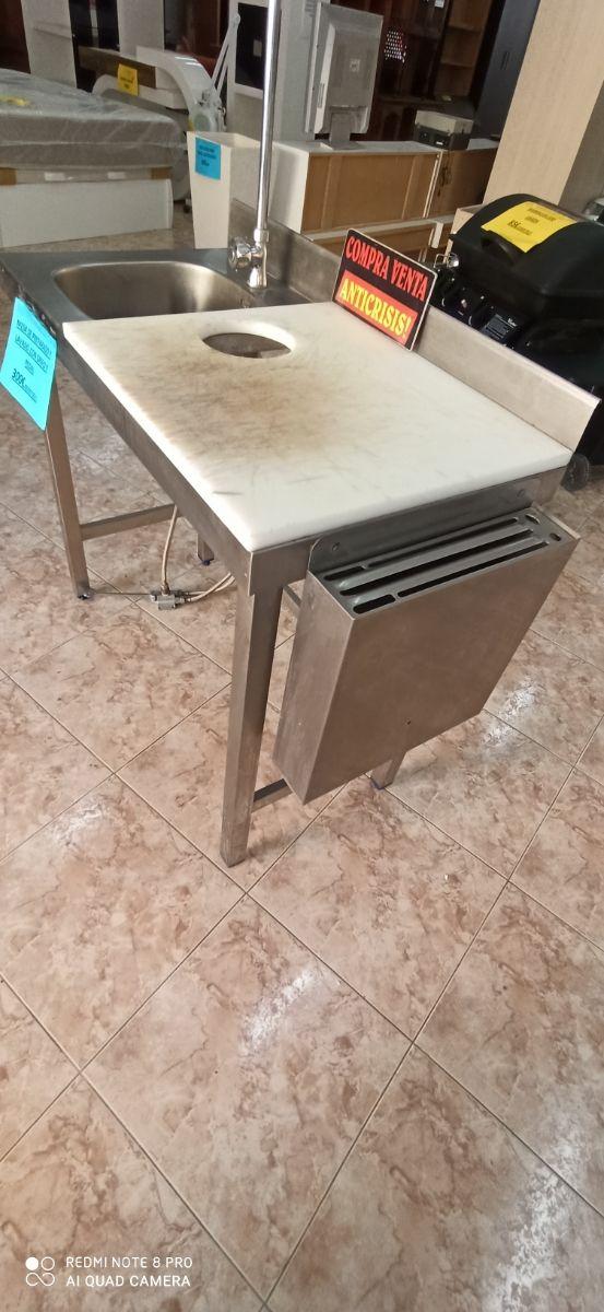 mesa de preparado y lavado con grifo y pedal