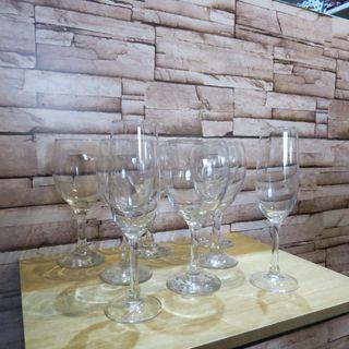 Conjunto de copas de vino y champagne