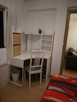 mueble escritorio con baldas