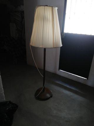 Bonita lámpara de suelo
