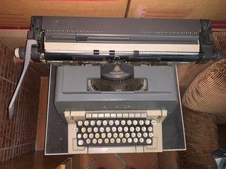 Máquina de escribir Olivetti Línea 98