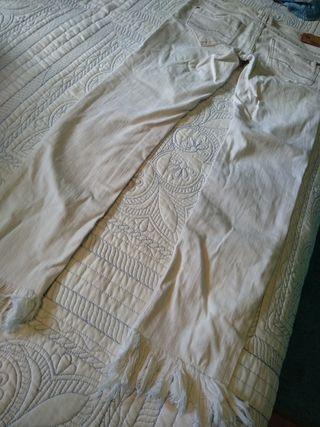 Pantalón deshilachado Pull&Bear