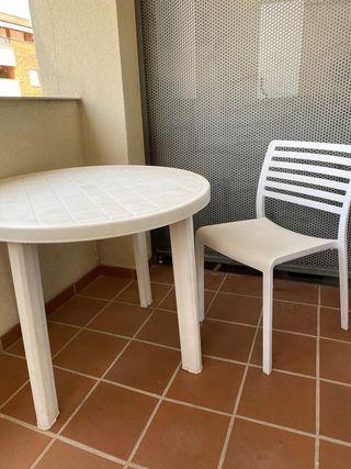Mesa plástico jardín con 4 sillas