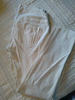 Pantalón blanco Pull&Bear