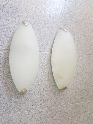 dos lámparas de techo de cristal