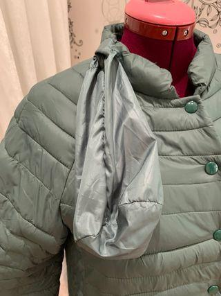 Abrigo acolchado verde manga francesa