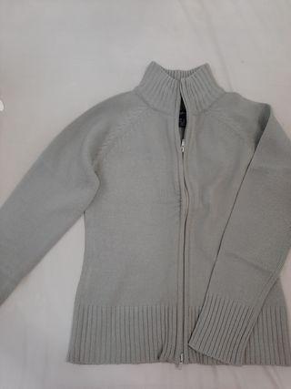 chaqueta cremallera gris claro