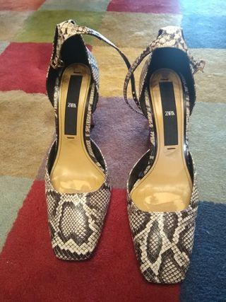 Zapatos pulsera piel de serpiente Zara