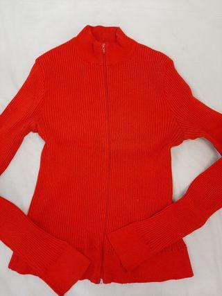 chaqueta roja entallada Zara, talla M