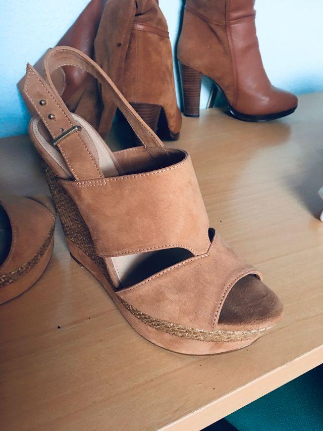 Sandalia cuña alta Bershka +regalo faldas