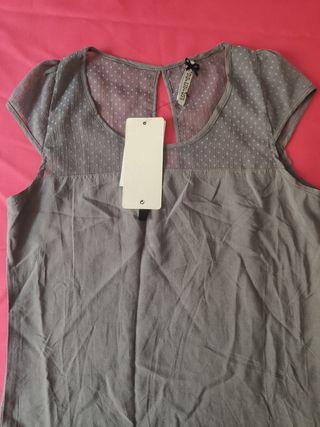 Camiseta gris Stradivarius