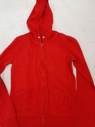 chaqueta roja entallada de cremallera con gorro