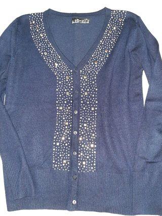 chaqueta azul con tachuelas entallada