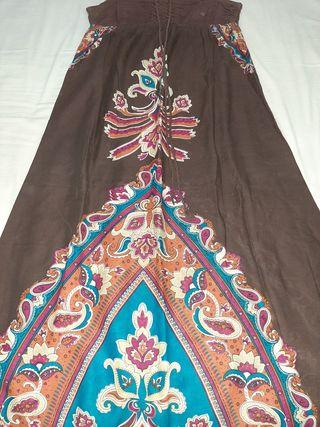 vestido largo estilo hippie, marrón