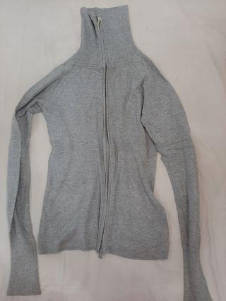 chaqueta gris entallada cremallera