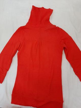 Jersey rojo entallado