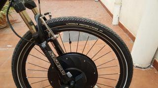 bicicleta con kit de rueda eléctrica