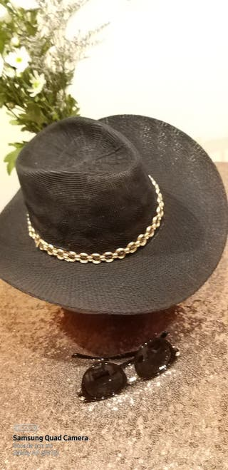 Sombrero de verano tipo cowboy.