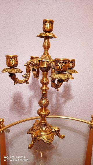 Candelabros bronce. 36 cm alto. 26 cm ancho
