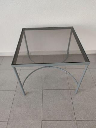Mesa baja cuadrada de 55x55 cm.