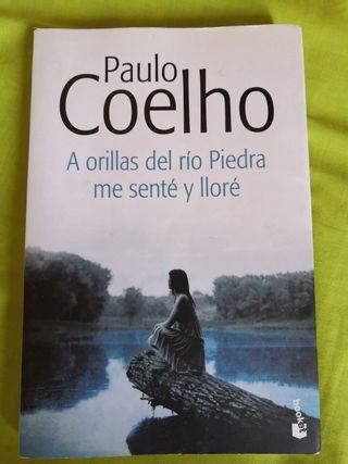 PAULO COELHO. A ORILLAS DEL RÍO PIEDRA ME SENTÉ Y.
