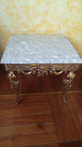 Mesa de bronce y mármol.