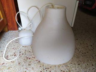 lámpara de Ikea blanca