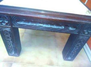 Mesa de mármol con patas de madera